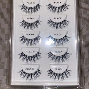 6 pairs of lashes